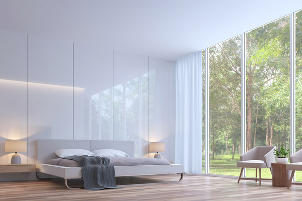 Schlafzimmer mit Wandverkleidung aus Glas